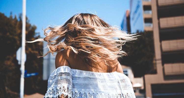 Le cheveu dans tous ses états : en été rien ne va plus !